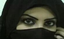 فتاة سعودية حسناء تتعرض للتحرش داخل مركز تجاري.. والفيديو ينتشر كالنار في الهشيم